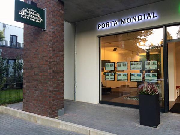 Porta Mondial Hamburgo, Frahmredder 1, en Hamburgo Alstertal